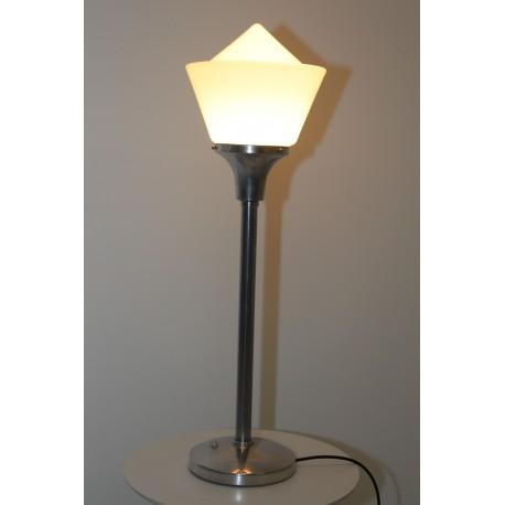 Art Deko Tischlampe im Bauhaus Stil